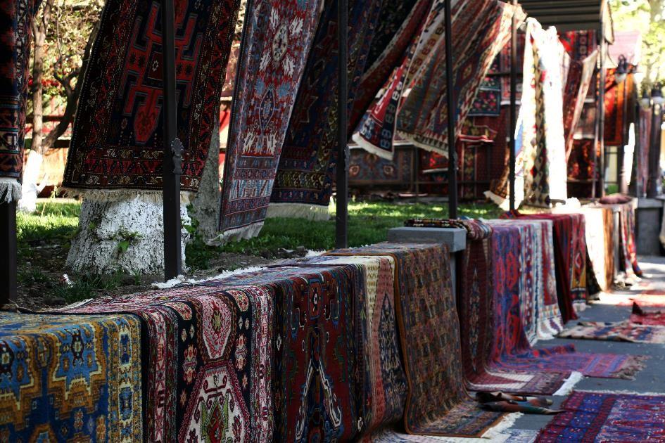 Vendeur de tapis à Erevan