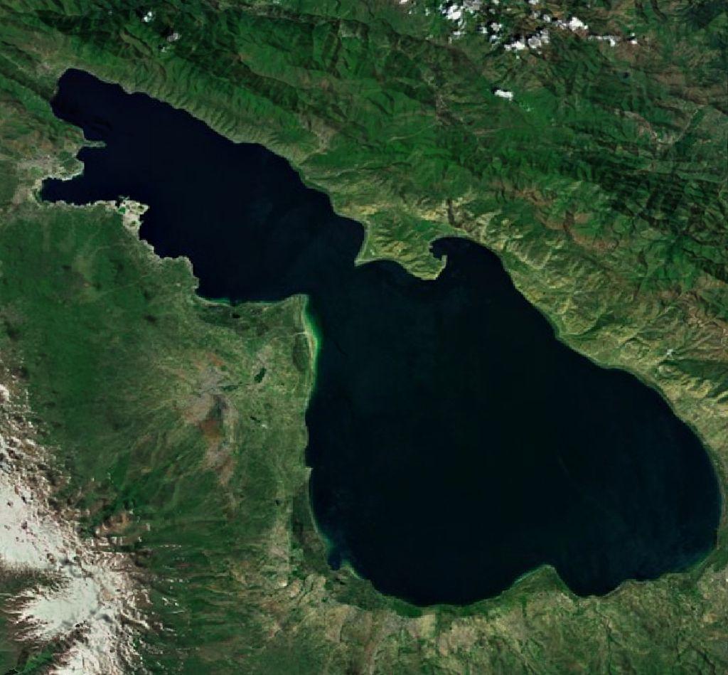 Lac Sevan depuis l'espace
